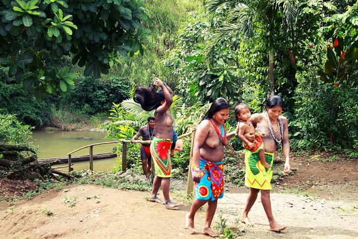 Des femmes embera nous accueille dans leur village - parc national de Chagres