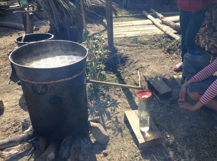 La fabrication du lao lao (alcool de riz)
