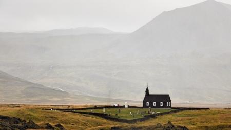 La fameuse église noire de Búðir