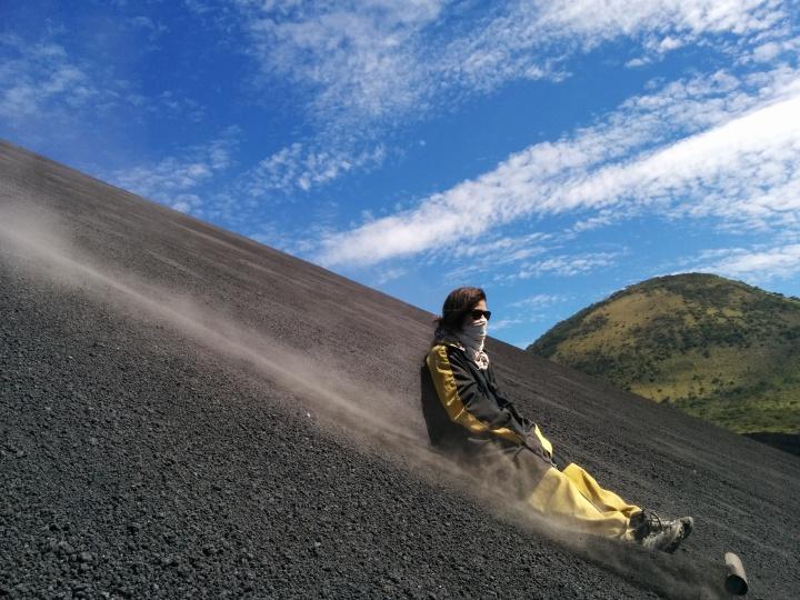 Volcano boarding auNicaragua